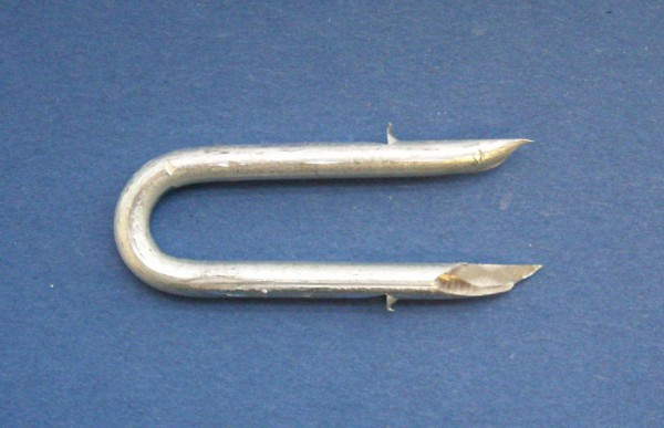 """1 1/2"""" X 8 Galv Barbed Fence Staples 20 Kg"""